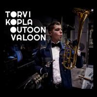 Torvikopla Big Band: Outoon valoon