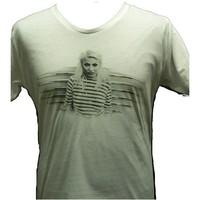 Chisu: Keulalla t-paita